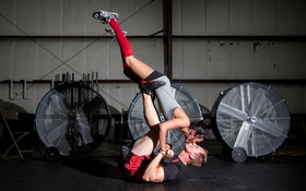 Обои woman, crossfit, men, engagement