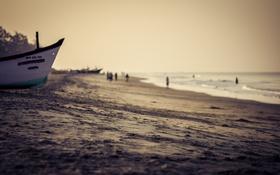 Обои волны, пляж, небо, люди, лодки, дождливый