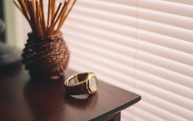 Обои стол, часы, ваза, наручные