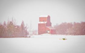 Обои забор, зима, деревья, сарай, фермы, метель