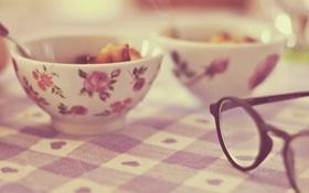Обои очки, тарелка, скатерть