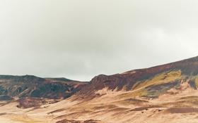 Картинка долина, холм, серые облака