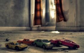 Обои комната, автомобили, окно, солнечный свет, игрушки, шторы