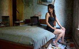 Картинка девушка, кровать, взгляд