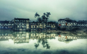 Обои облака, озеро, отражение, дерево, дома, зеркало, Китай