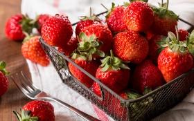 Обои красный, корзинка, клубника, ягоды