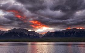 Картинка небо, горы, тучи, озеро, вечер, зарево