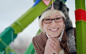 Картинка девушка, улыбка, часы, girl, woman, Ольга Вастикова, Olga Vastikova