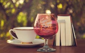 Обои книга, бокал, чашка, зелень, стол, блюдце