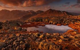 Обои камни, небо, облака, зарево, горы, озеро