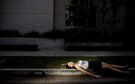 Картинка девушка, свет, улица, поза