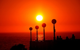 Обои Испания, зарево, люди, море, силуэт, солнце, фонари