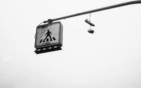 Обои знак, ботинки, переход, город