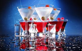 Обои капли, отражение, влага, бокалы, коктейль, стаканы, напиток