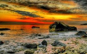 Обои море, камни, hdr, зарево, небо, берег, облака