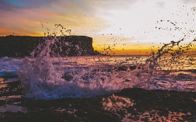 Обои море, скала, волны, небо, закат, рок, брызги