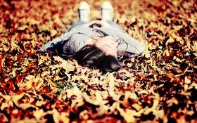 Картинка листья, осень, девушка, лежит