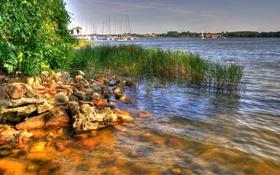 Обои камни, река, небо, лодки, яхты, Борен, деревья