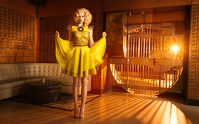 Картинка девушка, диван, ноги, платье, блондинка