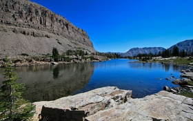 Картинка небо, деревья, горы, скала, озеро, камни