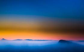 Картинка вершина, облака, закат, небо, зарево, горы, туман