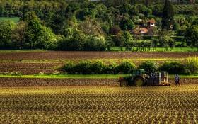 Обои деревья, поля, Англия, урожай, трактор, домики, пахота