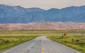 Картинка дорога, песок, поле, небо, трава, горы