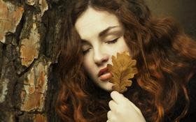 Обои девушка, лицо, лист, волосы