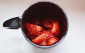 Обои красные, чашка, клубника, кружка, ягоды