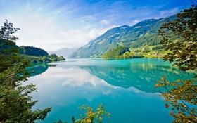 Обои красота, Голубое озеро, под горой