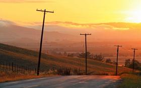 Картинка дорога, поле, облака, закат, забор, долина, желтый небо
