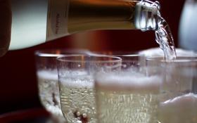 Обои макро, вино, бокалы