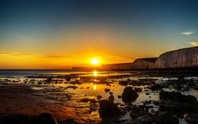 Обои оранжевое небо, пляж, скалы, солнце, небо, горизонт, облака