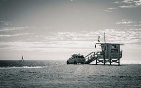 Обои небо, спасатель, автомобиль, пляж, парусник, море, Соединенные Штаты
