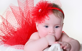 Картинка Маленькая девочка в красной юбке, красный цветочек, маленькая радость