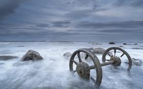 Картинка море, камни, колёса