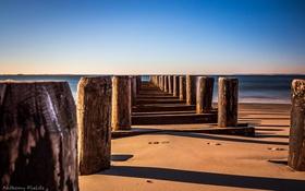 Картинка песок, пляж, океан, сваи