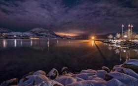 Обои озеро Оканаган, Канада, ночь, огни, зима, снег, Пентиктон