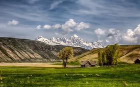 Картинка ферма, дом, горы, поле, природа, небо, облака