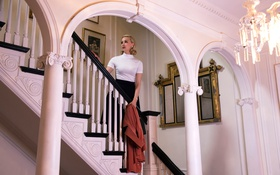 Картинка люстра, интерьер, лестница, блондинка, актриса, Sarah Gadon, зеркала