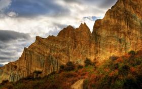 Картинка дорога, осень, небо, облака, деревья, горы