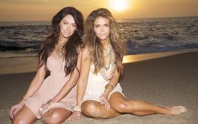 Картинка песок, пляж, украшения, закат, девушки, океан, волосы