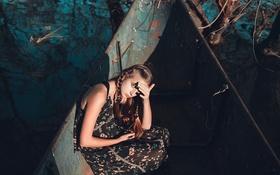 Картинка девушка, солнце, косички, прелесть, в лодке