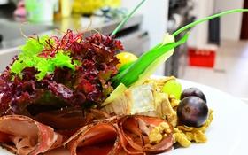 Обои закуска, салат, виноград, бекон