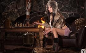 Картинка огонь, модель, шапка, playboy, шахматы, камин, Erika Knight