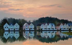 Обои небо, облака, деревья, озеро, отражение, домик, коттедж