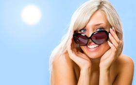 Картинка небо, девушка, улыбка, очки, блондинка