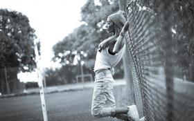 Картинка девушка, забор, ч/б, красивая, photographer, Florent Bellurot