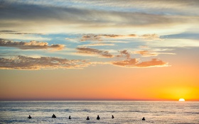 Картинка море, закат, люди