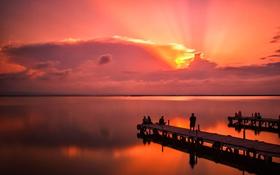 Обои небо, облака, закат, озеро, люди, причал, пирс